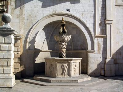 Onofrio's Small Fountain is situated next to the Bell Tower