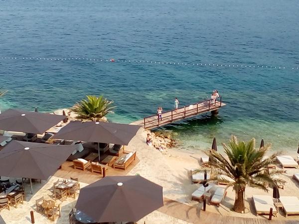 Attractive Cava beach in Babin Kuk