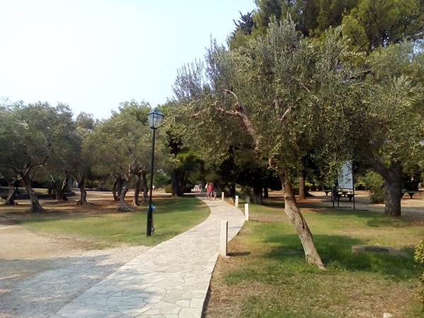 Park with walking paths in Babin Kuk