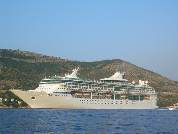 Cruise ship departing from Gruz port